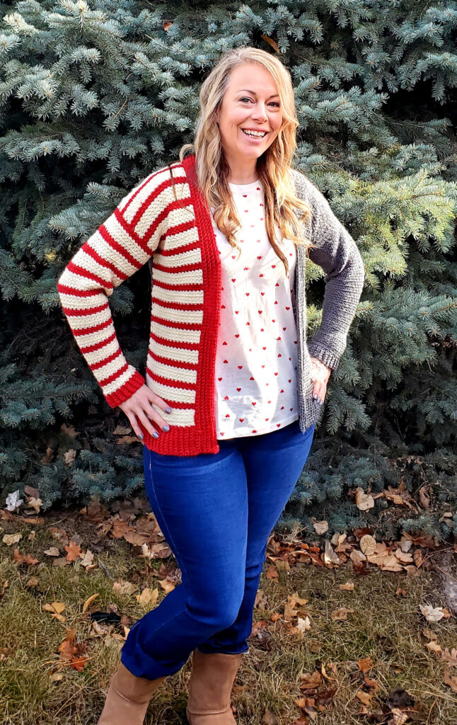 A women modeling the completed crochet cardigan pattern.